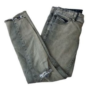 FREE PEOPLE Distressed jeans with frayed hem sz 25